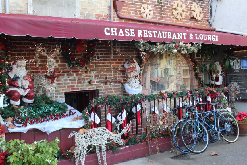Chase Restaurant wins 2019 Award of Ecellence in Window Decor