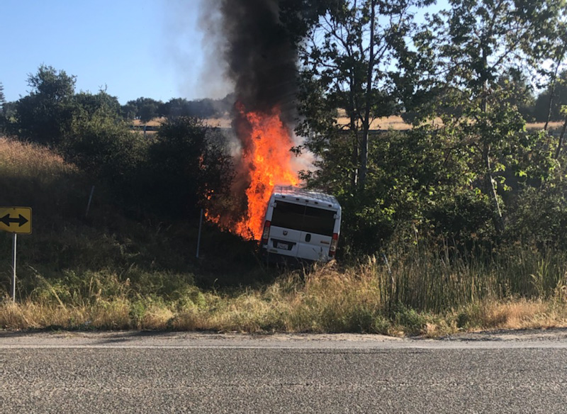 Minivan crash cause vegetation fire