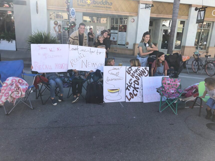 ventura restaurant protest 2