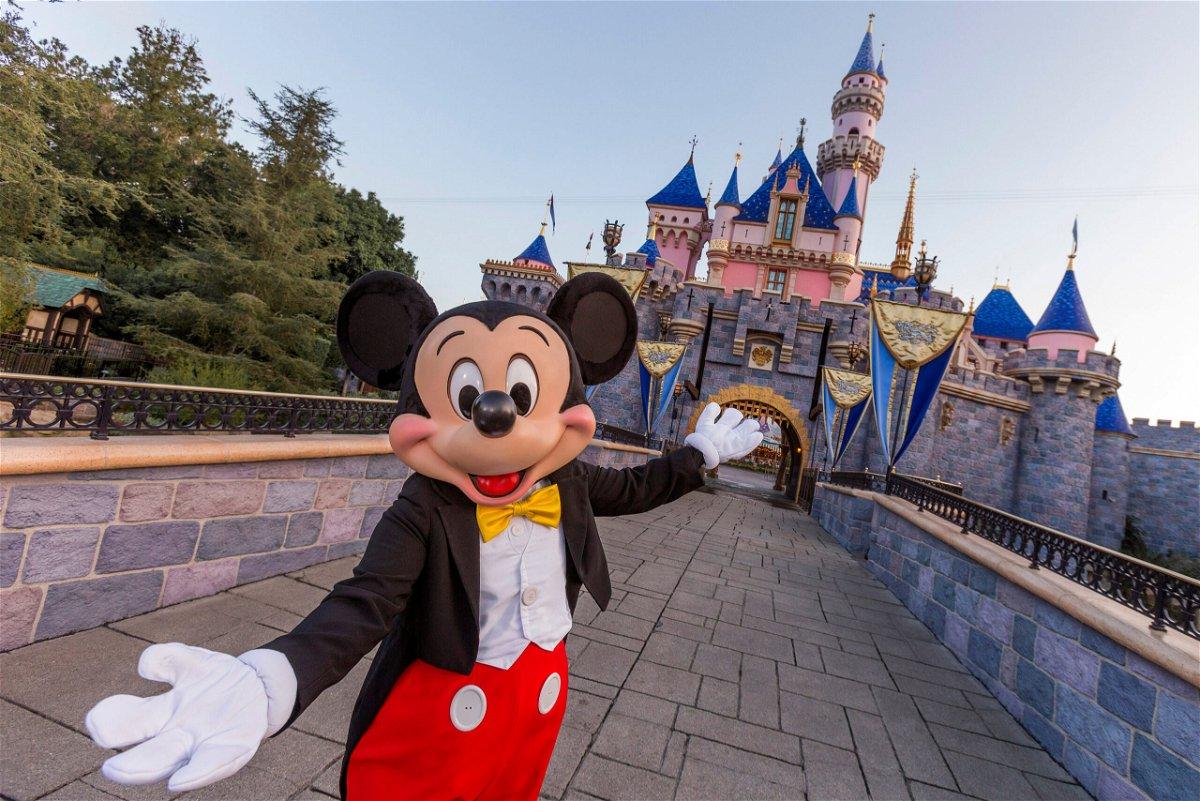 Disneyland reabre ahora