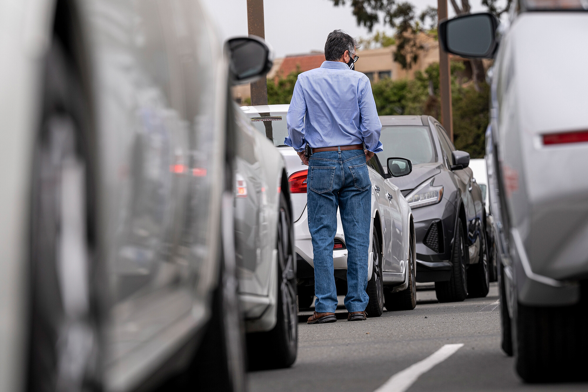 <i>David Paul Morris/Bloomberg/Getty Images</i><br/>A customer shops for vehicles at a car dealership in Richmond