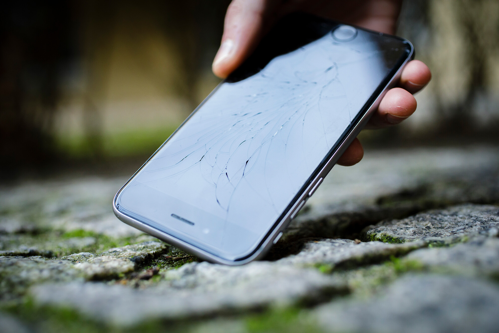 <i>Thomas Trutschel/Photothek/Getty Images</i><br/>Future smartphones may be designed with he ability to be repaired
