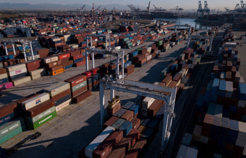 Governor Gavin Newson issued an executive order on October 20 to help the shortage of truck drivers and to alleviate cargo congestion at shipping ports in California.